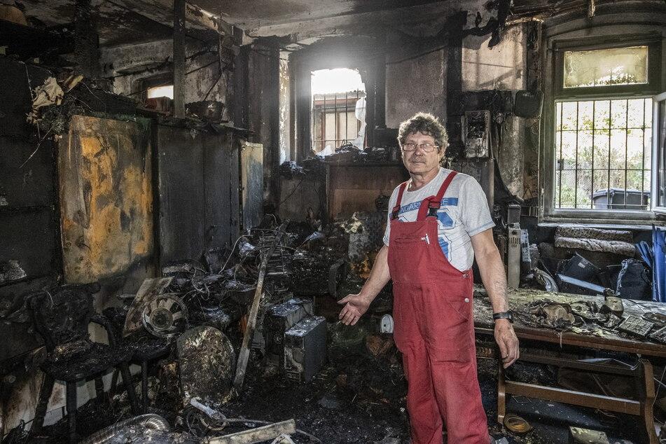 Am Boden zerstört: Henry Köhler (61) verlor bei einem Brand seine riesige Techniksammlung. Auslöser war vermutlich ein explodierter Fahrrad-Akku.