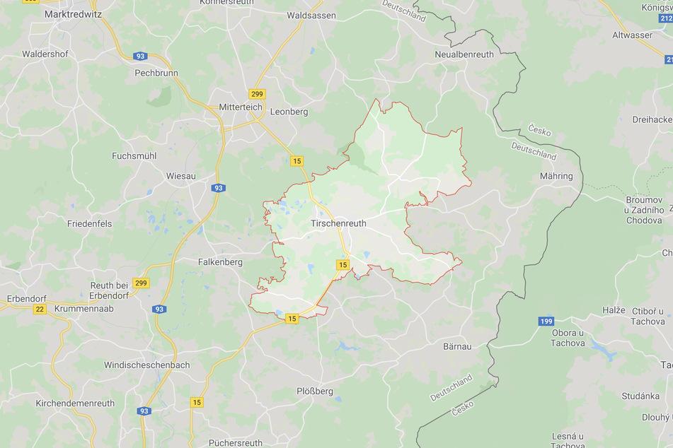 In Tirschenreuth haben Polizeibeamte in einer Wohnung ein totes Baby gefunden.