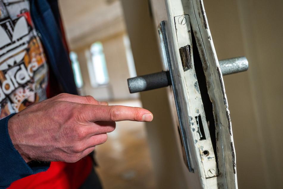 Deutliche Einbruchspuren: Hier wurde die Tür zum Proberaum mit einer Brechstange aufgehebelt.
