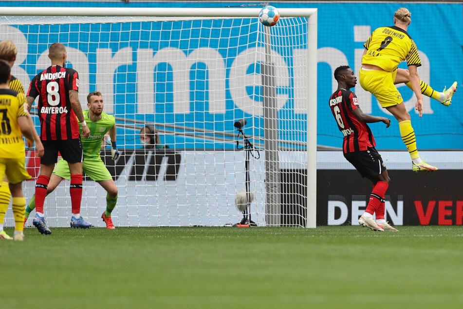 Erling Haaland (21, rechts) köpft ein, wer sonst! Der zwischenzeitliche Ausgleich gelang dem Dortmunder Super-Stürmer.