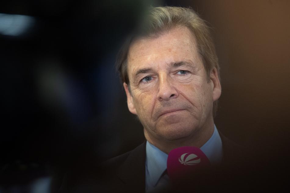 Volker Schmidt, Arbeitgeberverband Niedersachsenmetall, befürchtet viele Stellenstreichungen.