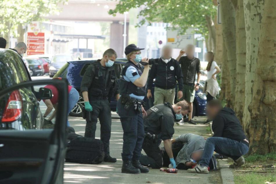 Brutale Prügel-Attacke auf Corona-Demo: Zwei Männer stehen vor Gericht