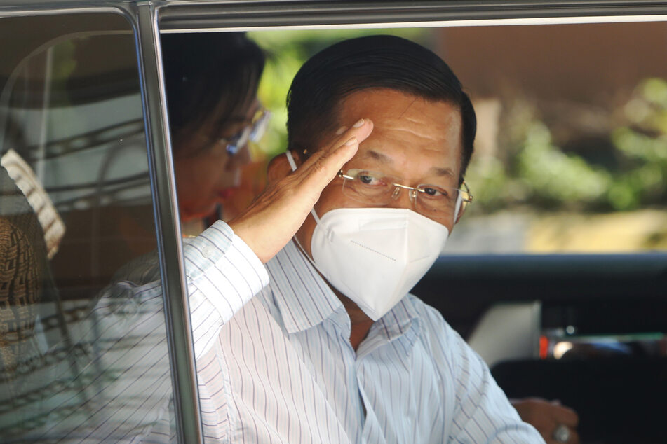 Armeechef Min Aung Hlaing (64) hat für die Dauer des ausgerufenen Notstands die oberste Befehlsgewalt inne.