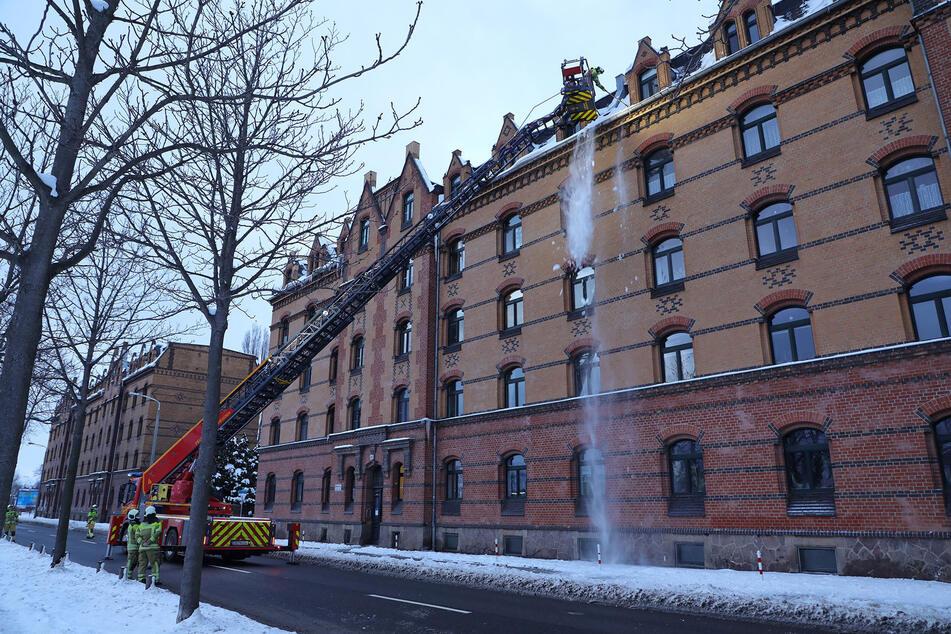 Dresden: Feuerwehr-Einsatz in Dresden: Darum war das Emerich-Ambros-Ufer gesperrt!