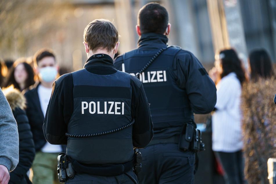 Die Polizei hofft nach einer transphoben Gewaltattacke in der Innenstadt von Frankfurt auf zielführende Zeugenhinweise. (Archivbild)