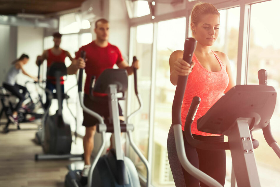 Nach Auffassung der Verbraucherzentrale sind bei coronabedingter Fitnessstudio-Schließung keine Beiträge fällig.