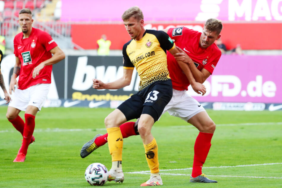 Christoph Daferner (M.), hier im Zweikampf mit dem Lauterer Kevin Kraus, hat sich im Dresdner Angriff als ein echter Wühler entpuppt.