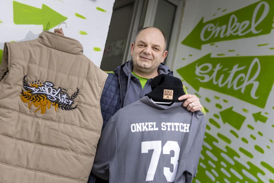 """Mario Hofmann (40) bietet die exklusiven Textilien von """"Onkel Stitch"""" jetzt auch online bei eBay an."""
