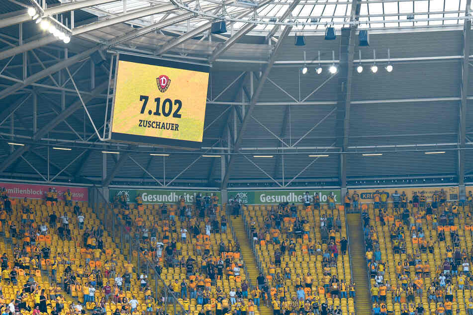 Nur 7102 Zuschauer waren beim Heimspiel gegen Ingolstadt im Harbig-Stadion dabei - natürlich mit viel Abstand.