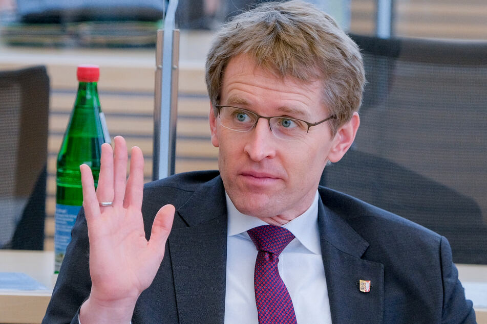 Ministerpräsident Daniel Günther (47, CDU) spricht über Fehler bei der Corona-Bekämpfung.