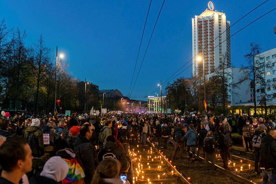 Kerzen auf den Schienen des Georgirings - Tausende Demonstranten zogen von hier aus um den Ring.
