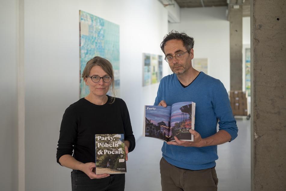 """Galeristin Henriette Schneidewind (47) und Grafiker Mark Frost (48) präsentieren die """"re:marx""""-Jubiläumsausgabe."""