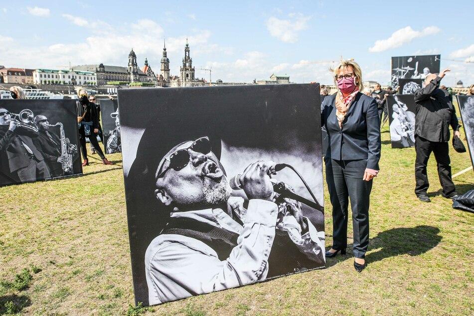 Sachsens Kulturministerin Barbara Klepsch (54, CDU) beteiligte sich spontan an der Demonstration.