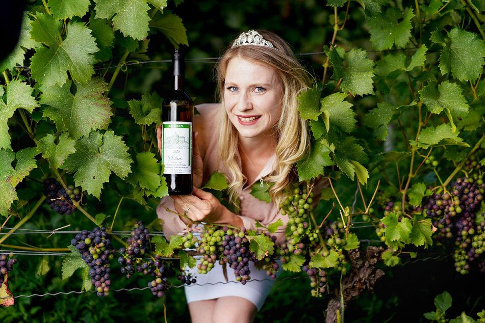 Die sächsische Weinprinzessin Ann-Kathrin Schatzl empfiehlt am Wochenende einen Ausflug in die Weinberge.