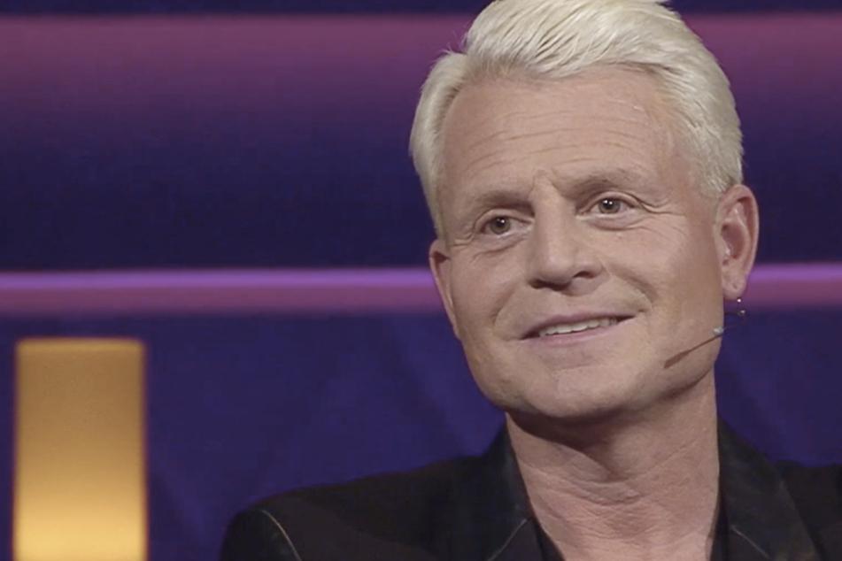 """Wurde vor seinem ersten """"Verstehen Sie Spaß?""""-Auftritt erstmal trocken geföhnt: Moderator Guido Cantz (49)."""