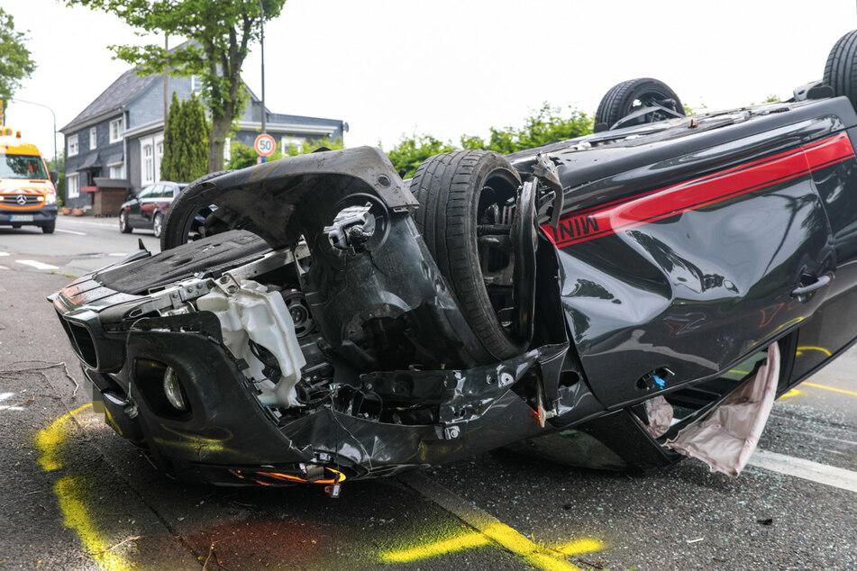 Der Mini Cooper S wurde bei dem Unfall zerstört.