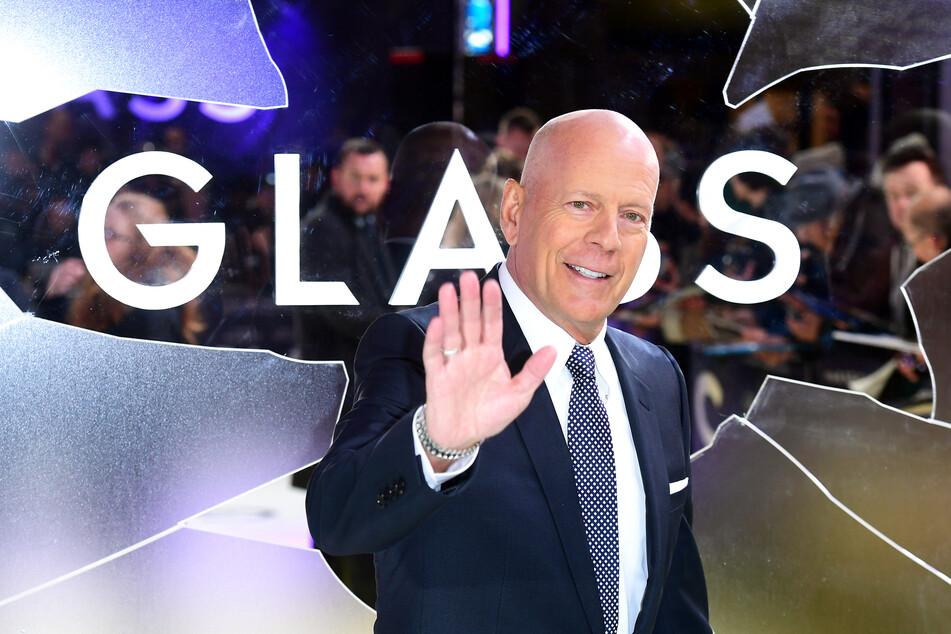 """Der """"Glass""""-Schauspieler Bruce Willis (65) wurde ohne Maske in einer Apotheke in Los Angeles erwischt."""