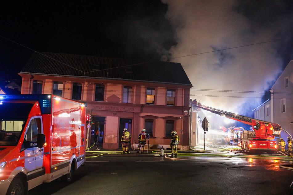 Bei dem Brand in einer Schreinerei in Solingen wurde glücklicherweise niemand verletzt. Die Feuerwehr evakuierte sechs Menschen.