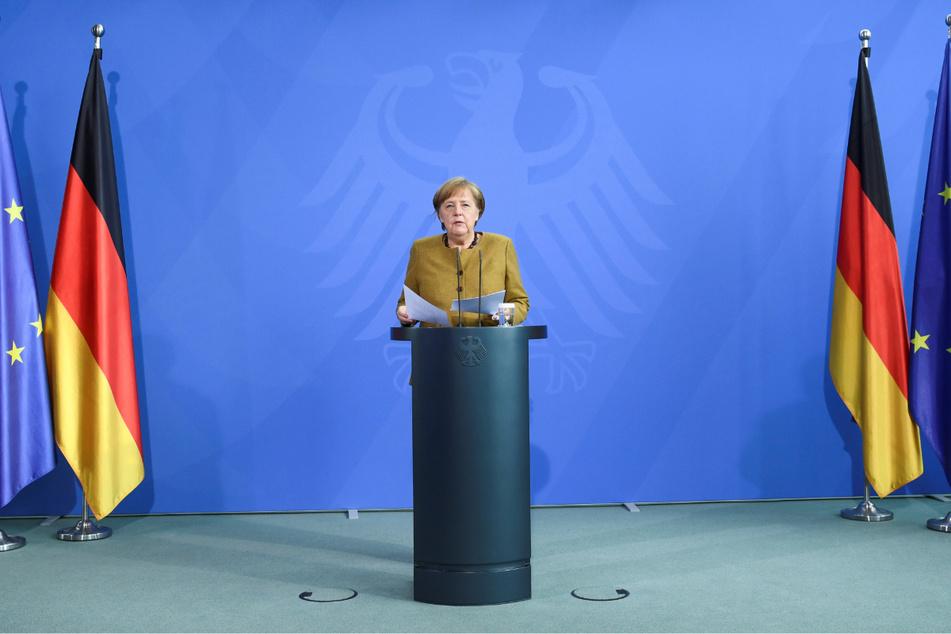 Bundeskanzlerin Angela Merkel (66, CDU) redet bei einer Pressekonferenz.