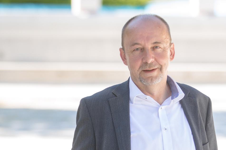 Muss ein Dresdner Freibad vorübergehend schließen: Bäderchef Matthias Waurick (57).