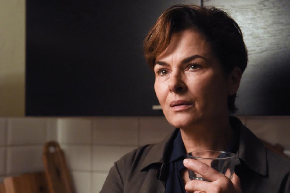 """Im neuen Fall verschwindet Ex-Kommissarin Hella Christensen (Barbara Auer, 62). Ein Wiedersehen gibt's mit gleich zwei Teilen der Krimi-Reihe (""""Die verschwundene Familie"""") am Montag ab 20.15 Uhr im ZDF."""