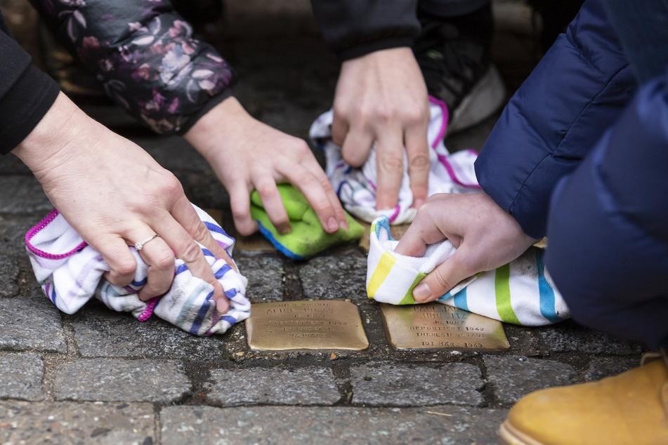 Darum werden in Leipzig am 8.Mai Stolpersteine geputzt