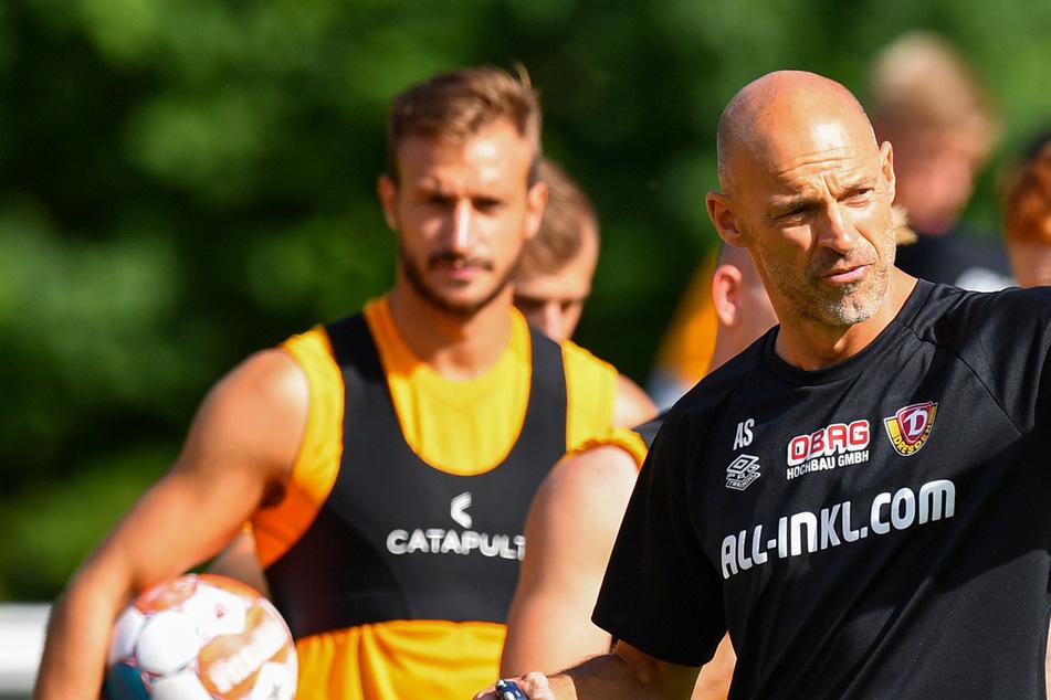 Die letzten taktischen Anweisungen vor dem Spiel: Der Auftakt gegen Ingolstadt ist für Alexander Schmidt das 26. Spiel als Zweitliga-Trainer.