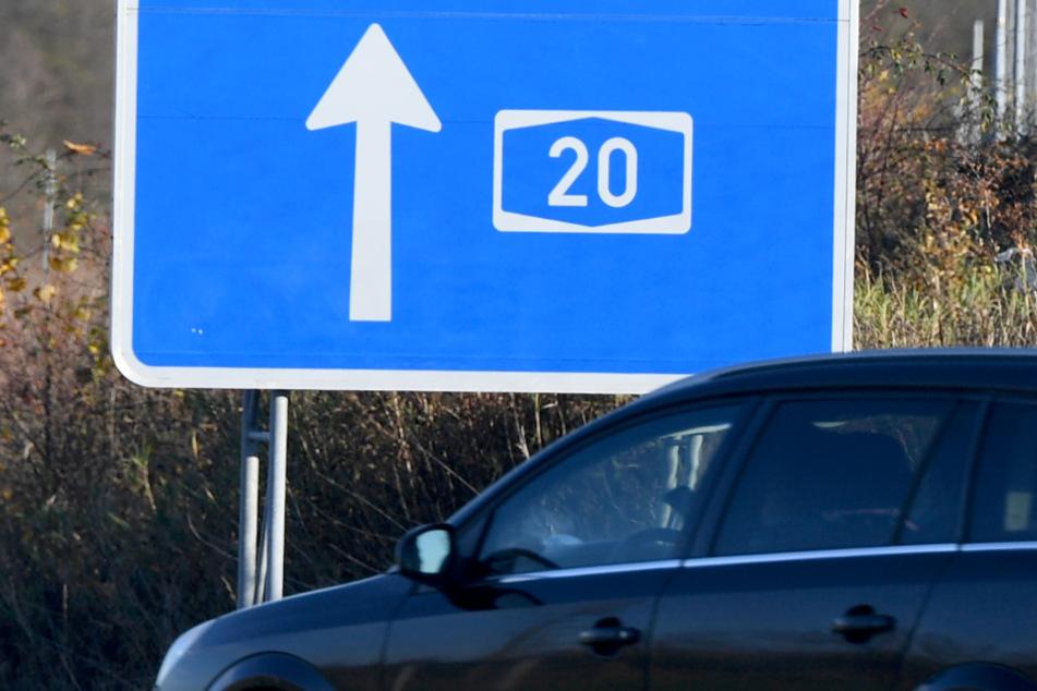 Nahe der A20 bei Mönkhagen wurde die junge Frau gefesselt gefunden. (Archivbild)