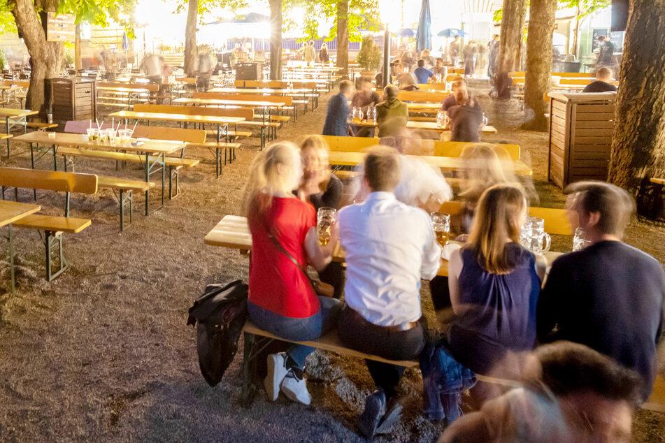 Nach einem halben Jahr mit vielen Coronavirus-Beschränkungen kehrt Bayern endlich immer mehr zur Normalität zurück. (Symbolbild)