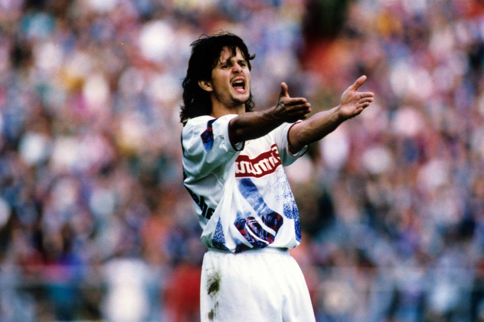 """Was für eine Matte: Dirk Schuster 1994 im Trikot des Karlsruher SC. Trotz geschlossener Firsörläden, """"Vokuhila"""" kommt für den FCE-Trainer heute nicht mehr infrage."""
