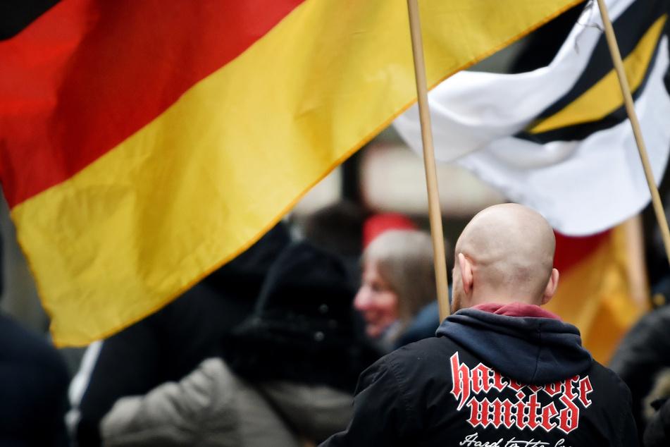 61 Rechtsextremisten und Reichsbürger mit Waffen und Waffenscheinen