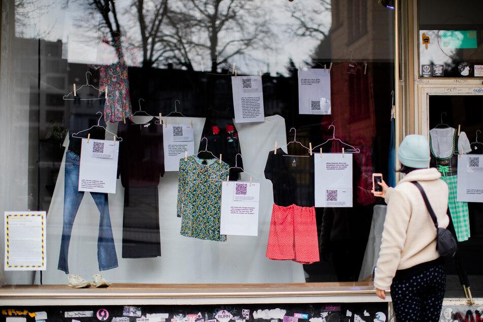 Emotionale Ausstellung in Aachen: Kleider vergewaltigter Frauen und ihre Geschichten