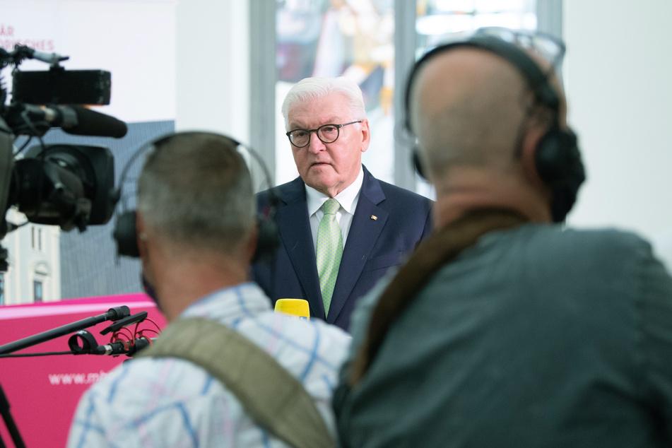 Bundespräsident Frank-Walter Steinmeier (64, SPD) hat am Mittwoch in Dresden das Militärhistorische Museum der Bundeswehr (MHM) besucht.