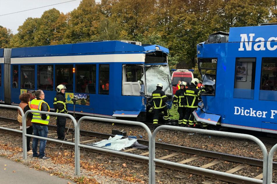 Schwerverletzte: Straßenbahnen krachen in Rostock ineinander!