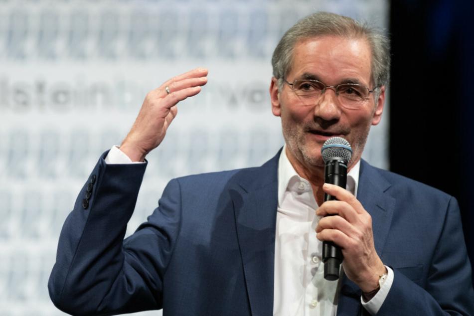 Matthias Platzeck (66, SPD) spricht anlässlich der Premiere seines neuen Buches in Potsdam. Der frühere Ministerpräsident von Brandenburg hätte einen anderen Feiertag für die deutsche Einheit bevorzugt.