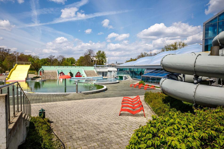 Noch geschlossen ist auch das Georg-Arnhold-Bad. Die gültige Corona-Schutzverordnung erlaubt bis Ende Mai keine Öffnung von Freibädern, Schwimmhallen und Saunen für die breite Öffentlichkeit.