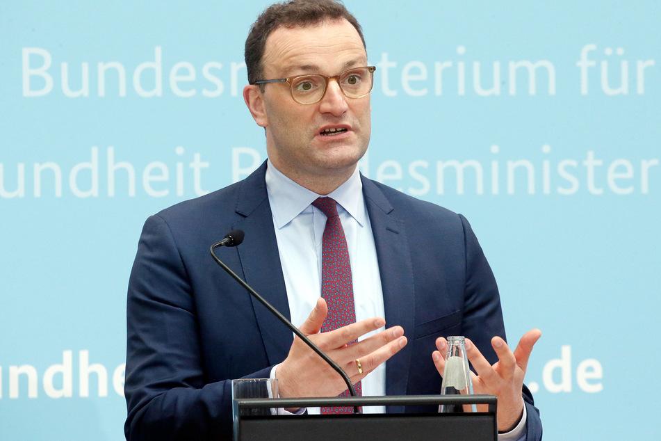Für Geimpfte soll es laut Gesundheitsminister Jens Spahn (40, CDU) bei der Einreise keine Testpflicht mehr geben. Ärzte schlagen Alarm.