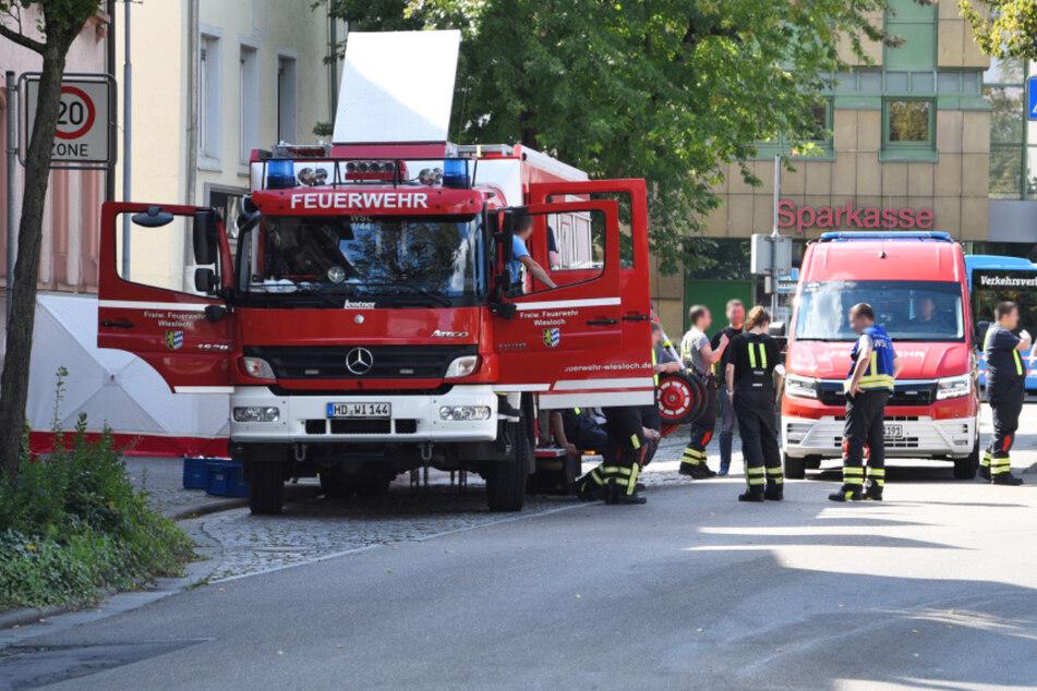 Nach der Verpuffung: Einsatzkräfte am Montag in Wiesloch.