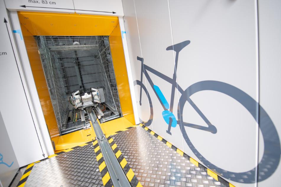 Automatisches Parkhaus für Fahrräder eröffnet