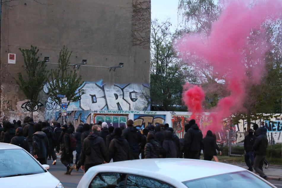Mehr als 100 Menschen versammelten sich am Freitagabend zu der spontanen Demo.