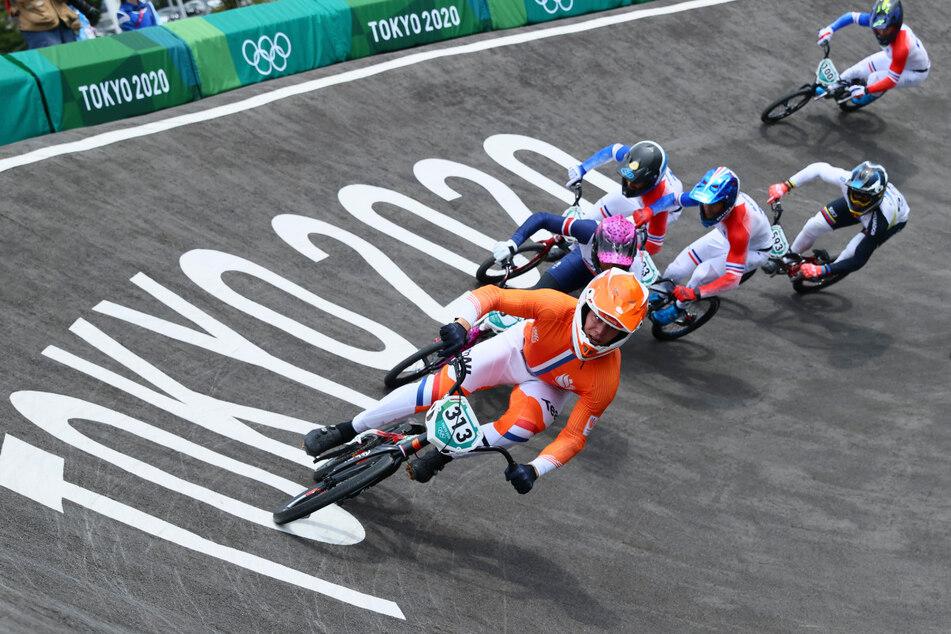 Radsport/BMX, Männer, Finale im Ariake Urban Sports Park. Vorn liegt Niek Kimmann (25) aus den Niederlanden.