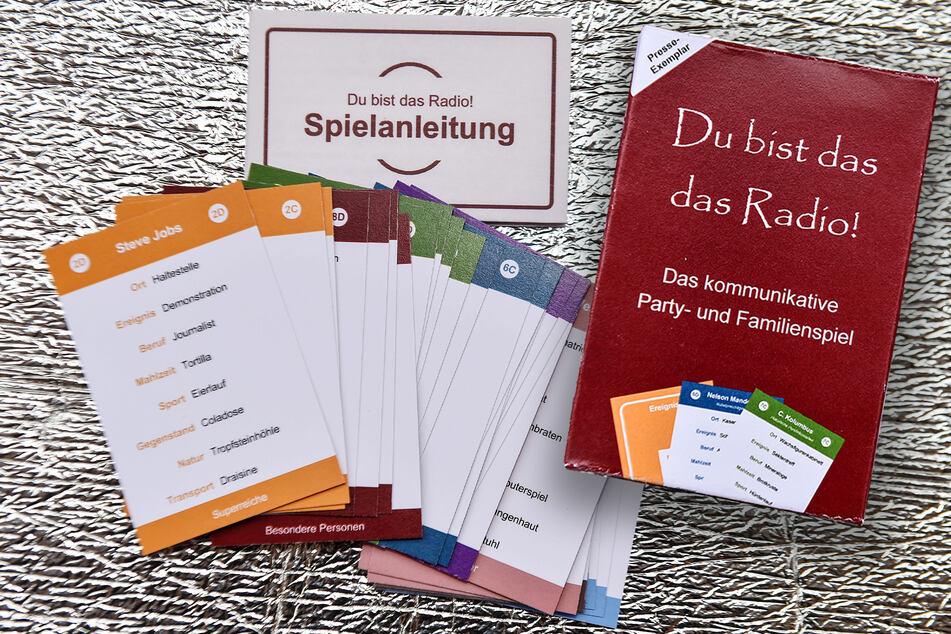 32 Karten voller Begriffe, die schnell zu lustigen und spannenden Geschichten werden. Mit dem Spiel der beiden Dresdner Studenten wird's beim Spieleabend vor allem kreativ.
