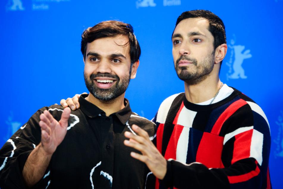 """Riz Ahmed (r.) stellte am 21. Februar in Berlin gemeinsam mit Regisseur Bassam Tariq seinen neuen Film """"Mogul Mowgli"""" vor, der am selben Tag in der Panorama-Sektion der 70. Berlinale seine Weltpremiere feierte."""