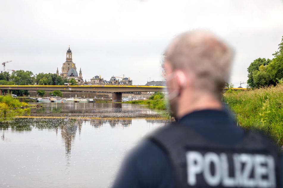 Von alarmierten Polizeibeamten wurde der Mann schließlich gestellt (Symbolbild).