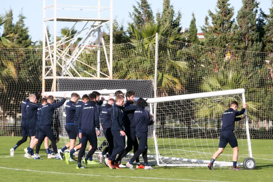 Vor einem Jahr konnten die Himmelblauen noch unter Palmen in der Türkei trainieren.