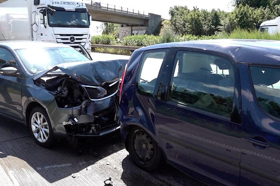 Etwa 50 Meter hinter der Unfallstelle des Lkws hat es am Mittag noch einmal gekracht.