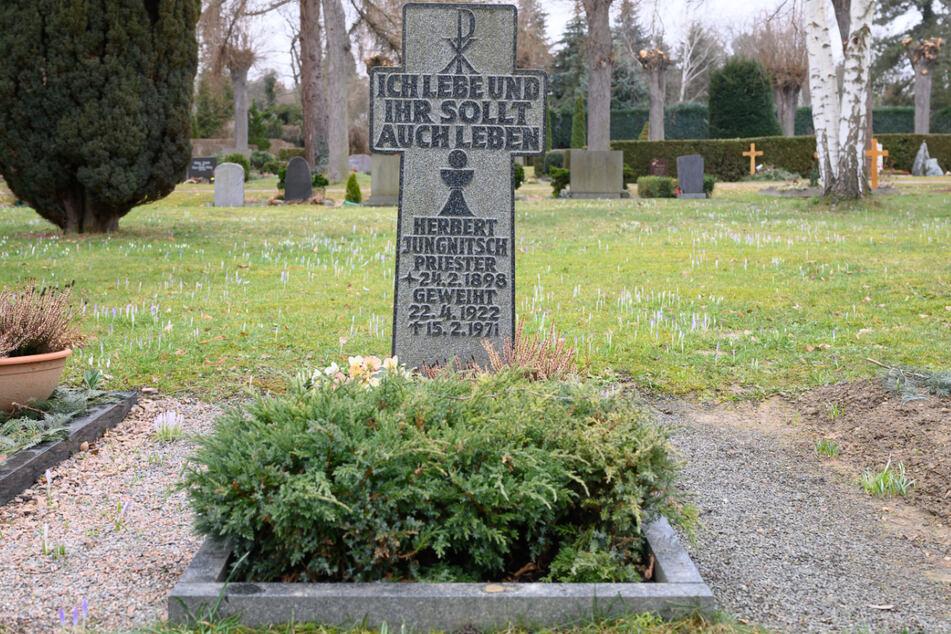 Auf dem Südfriedhof befindet sich das Grab von Pfarrer Herbst Jungnitsch - der als Haupttäter des sexuellen Missbrauchs gilt.