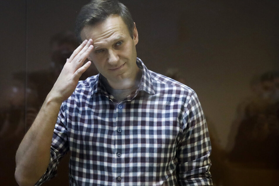 Alexej Nawalny (45) steht während seiner Verhandlung hinter einer Glasscheibe im Babuskinsky Bezirksgericht.