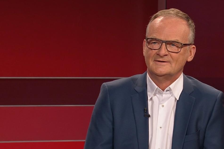 """""""Hart aber Fair"""": Frank Plasberg teilt bewegende Erinnerung an tote Mutter"""
