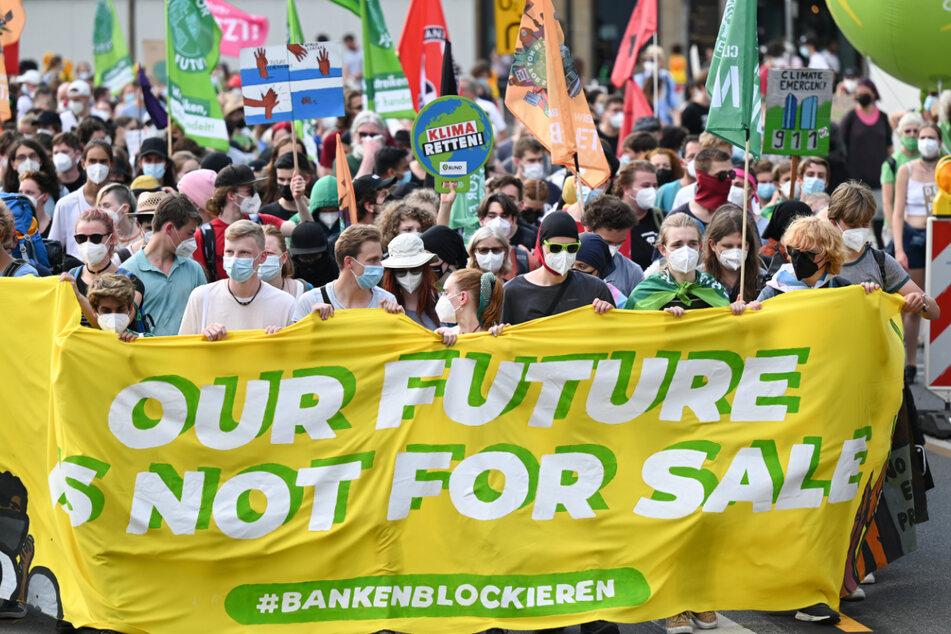 Fridays for Future und andere Umweltbewegungen hoffen auf eine bessere Zukunft, doch selbst das Wahlprogramm der Grünen geht ihnen teilweise nicht weit genug.